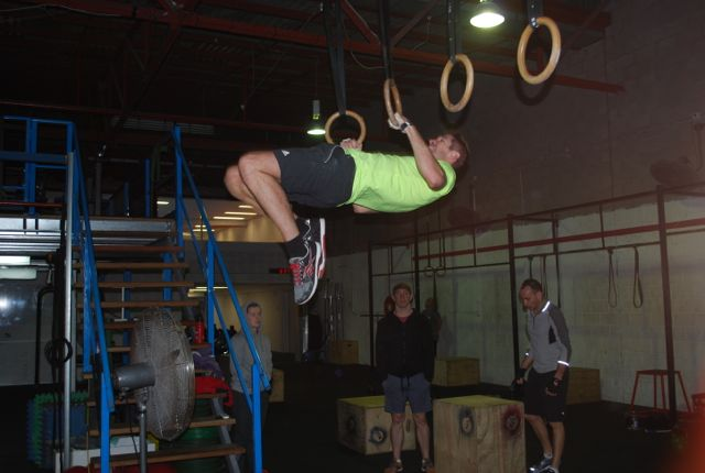 Niall knocking out a few farewell muscle-ups.